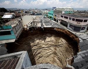 The huge sinkhole swallowed a clothing factory and an intersection of a road. Photo: Reuters