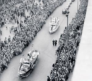 crowds at the Dublin parade in 1959