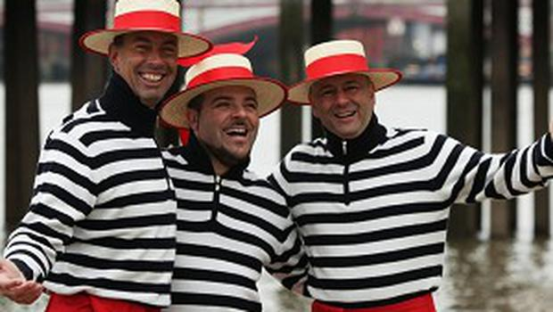 The Gondoliers celebrated their forthcoming album by serenading passers-by in London