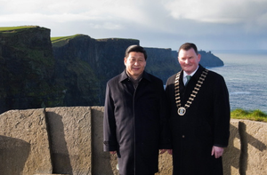 19-2-12.Pic shows HE Mr. Xi Jinping, Vice-President of the Peoples Republic of China, with Cllr Pat Hayes, Mayor of Clare, at the Cliffs of Moher, Co. Clare on the second day of a three day visit to Ireland.PIC. MAXWELLS DUBLIN POOL PIX NO FEE
