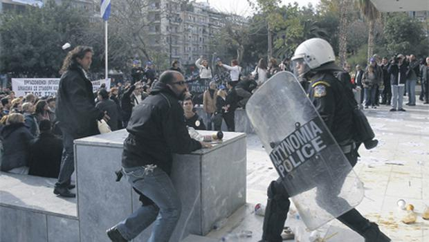 Protesters clashed with police as they mounted a protest rally outside Greece's high court in Athens yesterday in response to a decision by the government of Prime Minister George Papandreou not to renew the contracts of part-time workers and contractors