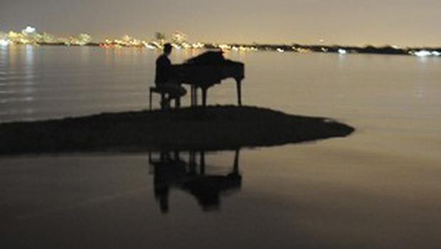 A piano turned up on the sandbank in Miami (AP)