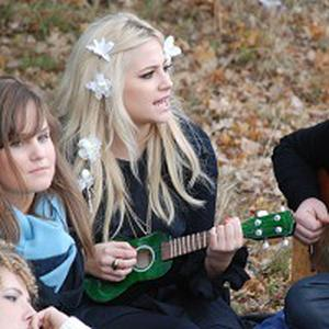 Pixie Lott fans can 'hang out' with the singer in the park