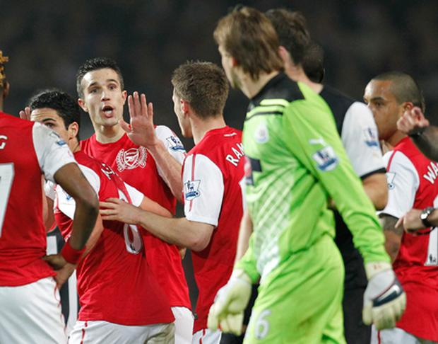 Robin van Persie (L) confronts Newcastle United's Dutch goalkeeper Tim Krul after Arsenal score their second goal. Photo: Getty Images