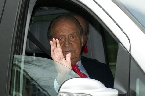 Spanish King Juan Carlos leaves San Jose hospital on April 18, 2012 in Madrid where he was hospitalised after breaking his hip on an African elephant hunting trip. Photo: Getty Images