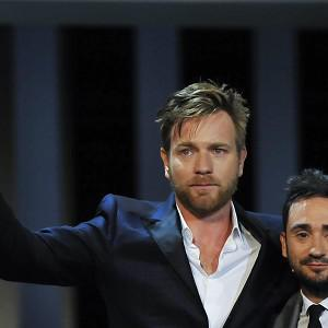 Ewan McGregor picks up his acting award in Spain
