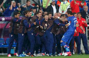 Croatia's Mario Mandzukic (R) celebrates his scoring with the team mates on the bench