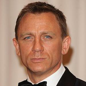 Daniel Craig is apparently in talks to star in Cowboys And Aliens