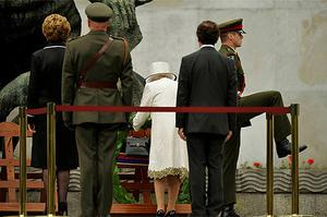 Britain's Queen Elizabeth (3rd R) lays a wreath with Ireland's president Mary McAleese (L) at the Garden of Remembrance. Photo: Reuters