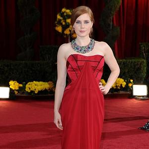 Amy Adams is not too glamorous to do her own housework