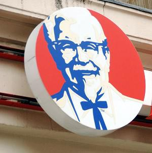 KFC has apologised for a Facebook posting in Thailand urging people to order chicken during a tsunami scare