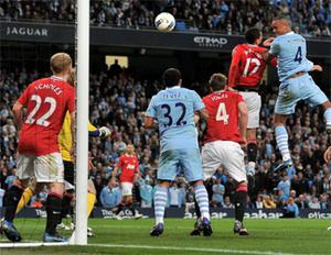 Vincent Kompany scores the winner to send Manchester City to the top of the Premier League