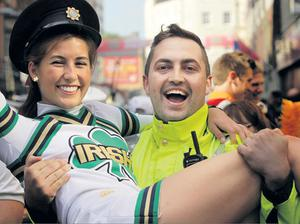 YANKEE DOODLE DANDY: Notre Dame cheerleader Olivia Lee with Garda Tom McEvoy