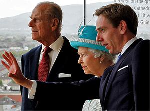 Ryan Tubridy gives Queen Elizabeth and Prince Philip a 'window' tour of Dublin from the Gravity Bar at the Guinness Storehouse. Photo: Colin O'Riordan