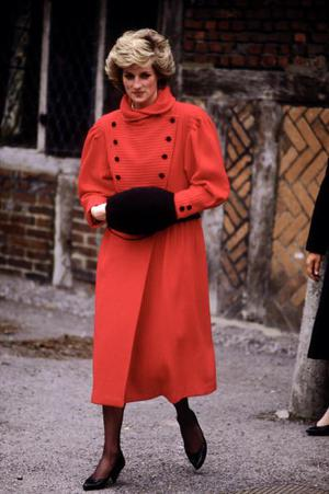 BASINGSTOKE - APRIL 10:  Diana Princess of Wales visits St. Michaels Church on April 10, 1986 in Basingstoke, Hampshire. Diana wore an outfit designed by Caroline Charles.(Photo by David Levenson/Getty Images)