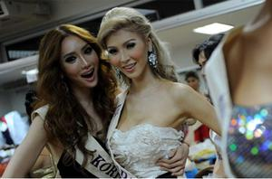 Jenna Talackova (right) with Mini from South Korea at the Miss International Queen 2010 transexual beauty pageant in southeastern Thailand's city of Pattaya Photo: Getty Images