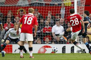 Darron Gibson fires home Manchester United's second goal. Photo: Reuters