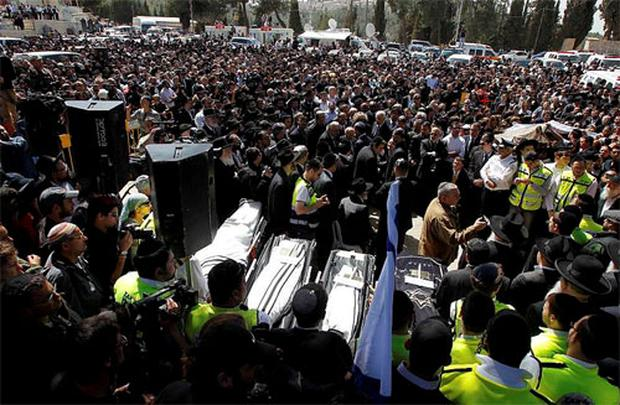 Mourners stand around the bodies of the victims of Monday's shooting in Toulouse during their joint funeral service in Jerusalem March 21, 2012. Photo: Reuters