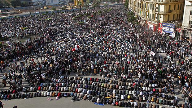 Muslims pray in Tarhir Square, Cairo, as protesters gather calling for President Hosni Mubarak to stand down. Photo: Reuters