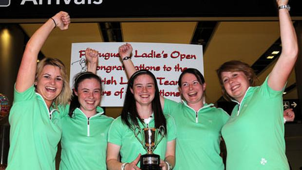 A smiling Leona Maguire (centre) pictured at Dublin airport after winning the Portuguese Ladies Amateur Open Championship alongside her Irish team-mates (l-r) Emma O'Driscoll, Lisa Maguire, Gillian O'Leary and Charlene Reid. Photo: Ronan Quinlan