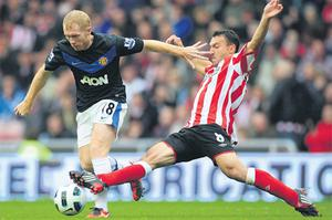 Manchester United's Paul Scholes battles for the ball with Sunderland's Steed Malbranque during their Premier League clash at the Stadium of Light