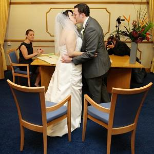 Steven Higham and Ngaryan Li kiss at their wedding at the Manchester Register Officer on 10/10/10