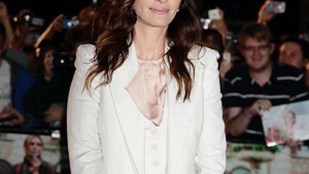 Julia Roberts will play a doctor in The Normal Heart