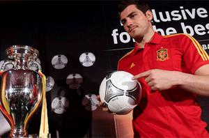 pain's national team captain Iker Casillas shows a model of the official ball for the Euro 2012. Photo: Reuters