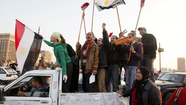 People cheer as they head to Cairo's Tahrir Square to join other Egyptians in cleaning the square. Photo: Reuters
