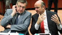Belgium's Finance Minister Steven Vanackere listens to Spain's Economy Minister Luis de Guindos (R) during an European Union finance ministers meeting at the EU Council in Brussels. Photo: Reuters
