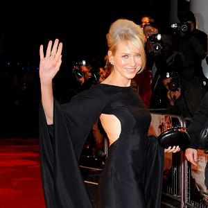 Naomi Watts arrives at the premiere of The Impossible