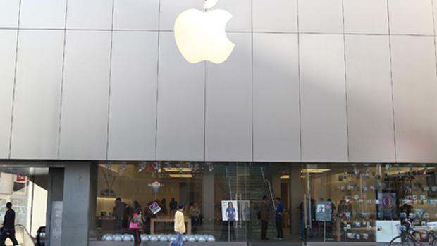 Pedestrians walk by an Apple retail store in San Francisco. Photo: Getty Images