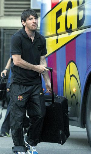Lionel Messi boards the team bus as Barcelona set off early for London