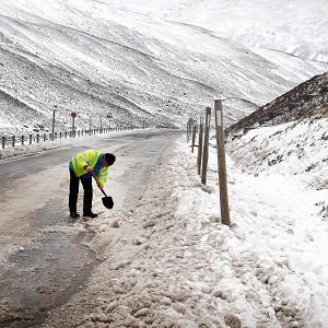 Snowfall has hit parts of Scotland and Wales, the Pennines and Shropshire