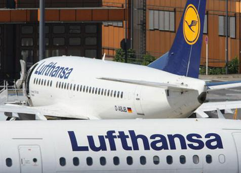 Lufthansa reduced its fees for domestic and European flights by 11 percent to 24 euros. Photo: Sean Gallup/Getty Images