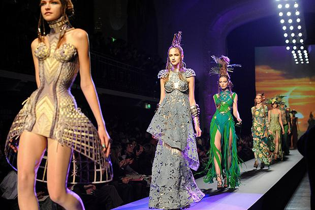 Models walk the runway at Jean-Paul Gaultier Haute Couture fashion show as part of the Paris Fashion Week Haute Couture S/S 2010. Photo: Getty Images
