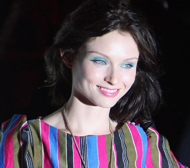Sophie Ellis-Bextor manages to succeed with blue eyeshadow despite her pale skin and blue eyes. Photo: Getty Images