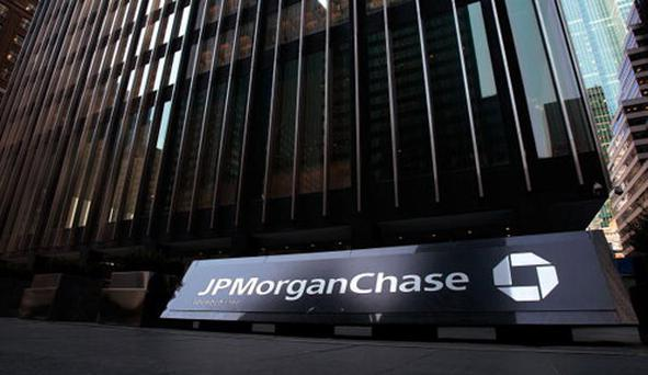 The JP Morgan Chase building is seen March 24, 2008 in New York City. A new agreement will give Bear Stearns shareholders ten dollars per share, five times the payout outlined in a JPMorgan Chase & Co. buyout deal last week. (Photo by Chris Hondros/Getty Images)