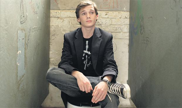Anton Yelchin as Charlie Bartlett in his 'consulting room'