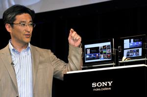 Sony senior vice president Kunimasa Suzuki unveils the company's new tablet PC 'S1' and 'S2', based on Google's Android OS in Tokyo on April 26. Photo: Getty Images