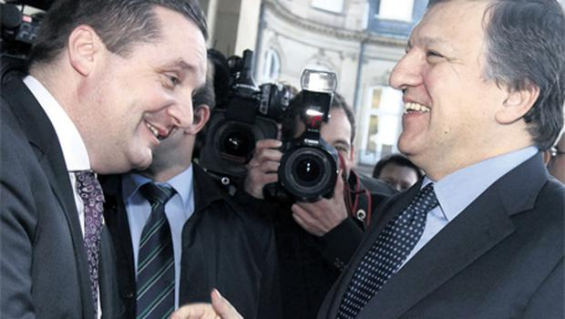 Baden-Wuerttemberg's state premier Stefan Mappus, a member of Chancellor Angela Merkel's conservative Christian Democrats (CDU), welcomes European Commission President Jose Manuel Barroso (right) in Stuttgart yesterday. Barroso is on an official visit to the state.