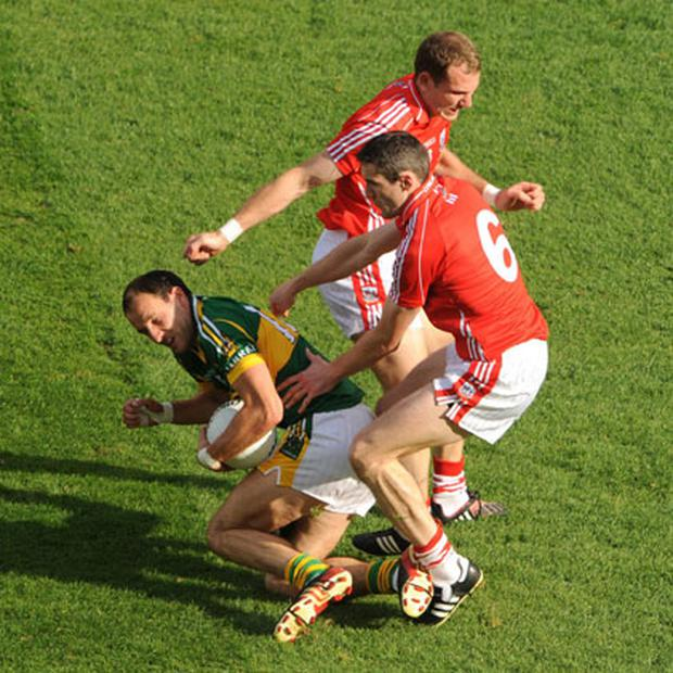 Graham Canty challenges Tadhg Kennelly during last year's All-Ireland football final. RAY MCMANUS/SPORTSFILE.