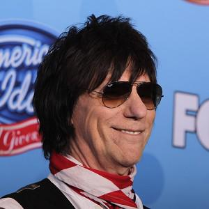 Guitarist Jeff Beck is to be honoured as a 'living legend'