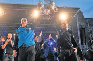 Dublin manager Pat Gilroy and captain Bryan Cullen lift the Sam Maguire Cup at the 'Homecoming Celebrations' for the All-Ireland SFC winners at Merrion Square last night
