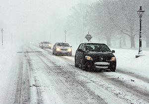 Motorists braving December's wintery conditions in the Phoenix Park, Dublin in 2011. Photo: Collins