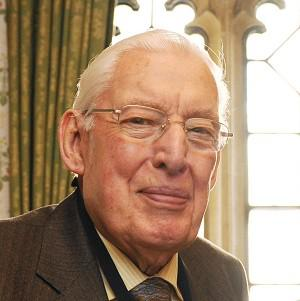 Former First Minister Ian Paisley has returned home from hospital following a heart scare