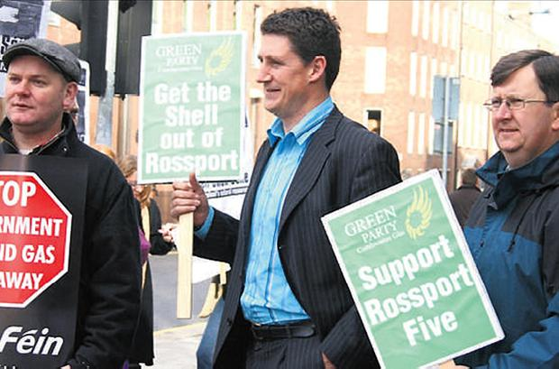 CONFLICTED: Minister for Energy & Natural Resources Eamon Ryan, centre, on the rally in 2005 when he was an opposition TD