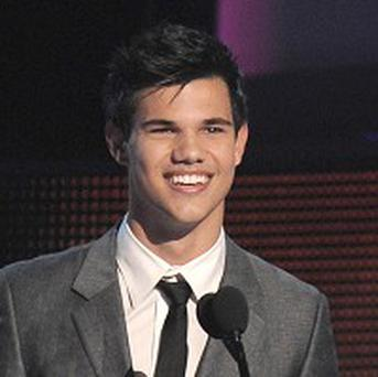 Taylor Lautner is on the bill for the Golden Globes
