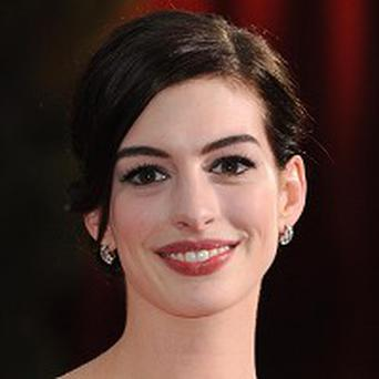 Anne Hathaway will receive a Hasty Pudding award