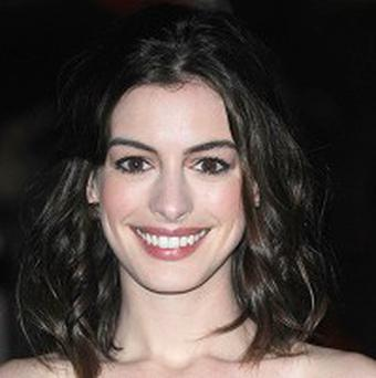 Anne Hathaway is to receive a pudding pot